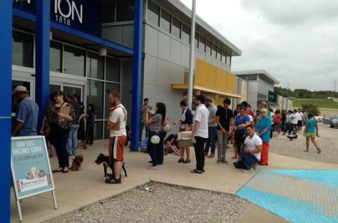 Dallas pet owners lined up to take advantage of affordable vaccinations this weekend. (photo: DAS Facebook)